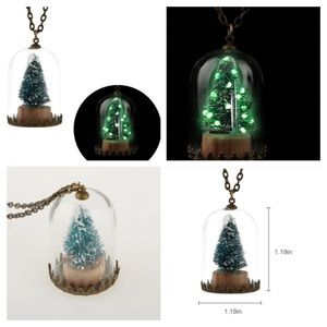 Jewelry - NEW glow in the dark green Christmas tree necklace